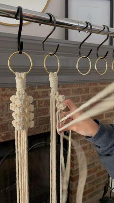 Macrame Plant Hanger Patterns, Macrame Wall Hanging Patterns, Macrame Plant Hangers, Macrame Art, Macrame Design, Macrame Projects, Macrame Knots, Macrame Wall Hangings, How To Macrame