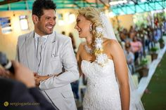 #solardoaraguaia #weddingday #weddingphotography #weddingphotojournalism #weddingday #weddingdress #noivos #novios #bride #groom #fotojornalismo #sony #a7ii #sonyimages #hair #smile #happiness #casamento #brprofessionalphotographers