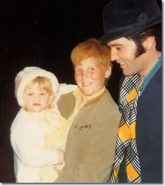 With some young fans Elvis Presley Albums, Elvis Presley Family, Elvis Presley Photos, Kim Basinger Now, Lisa Marie Presley, King Of Music, Hot Hunks, Music Photo, Graceland