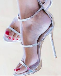 Tacchi Close-Up Silver Strappy High Heels, Open Toe High Heels, Black High Heels, Stiletto Heels, Sexy Legs And Heels, Sexy Toes, Women's Feet, Ankle Strap Sandals, Slingbacks