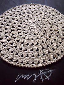"""Acabei de fazer esse modelo m - Picture Archive This Pin was discovered by Lei How to conn Crochet Mat, Crochet Carpet, Crochet Rug Patterns, Crochet Mandala, Crochet Round, Doily Patterns, Crochet Squares, Crochet Home, Filet Crochet"