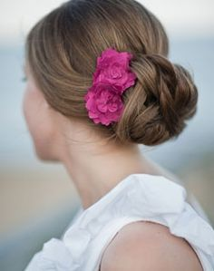 another great wedding hair only not a pink flower white