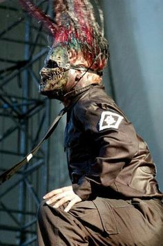 my bf just saw Slipknot live last night... they are so amazing!!