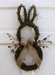 Primitive Country Easter Bunny Door Wreath, Rustic Easter craft ideas, DIY Easter craft ideas DIY Easter Crafts for Kids to Make this Holiday Season – Crafts and DIY IdeasFrühling Ostern DIY Dekoration Spring Crafts, Holiday Crafts, Easter Crafts For Adults, Hoppy Easter, Easter Bunny, Easter Eggs, Easter Table, Easter Party, Easter Gift
