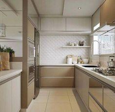 Sob medida , projetados define cozinha de linhas retas , e destaque para revestimento 3D !! Inspiração…