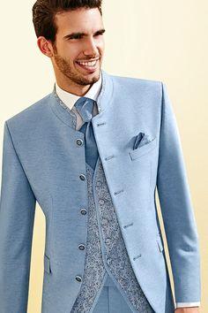 Prachtig driedelig pak van Tziacco om in te trouwen. Mooie lichtblauwe kleur en veel details.