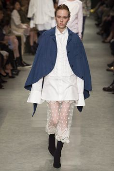 Burberry Spring 2017 Ready-to-Wear Fashion Show Collection