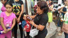 MrVox de Acaponeta, Nayarit.: EXTRAÑO POLÍTICO REGALA LICOR A LOS ACAPONETENSES