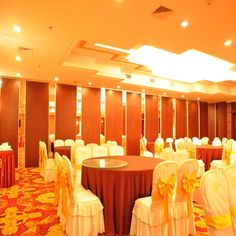 Movable customizable partition walls for hotel banquet hall