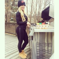 #GrillinInMyTimbs  I prefer to cook my chicken on the grill using my @flavorgodmeals seasonings (of course) because it cooks a lot faster and is less of a cleanup...even if it's 30 degrees out!  #FlavorGod #AtLeastTheSnowMelted  #FitGirlProblems