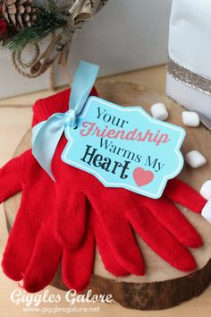 """""""Your Friendship Warms My Heart"""" Gift Tag (FREE Printable) Friendship warms heart gift tag – Christmas gift idea for neighbors and friends! The post """"Your Friendship Warms My Heart"""" Gift Tag (FREE Printable) appeared first on DIY Crafts. Neighbor Christmas Gifts, Neighbor Gifts, Valentine Gifts, Holiday Gifts, Secret Valentine, Christmas Hearts, Christmas Tag, Christmas Ideas, Christmas Sayings"""