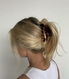 Pretty Hairstyles, Easy Hairstyles, Banana Clip Hairstyles, Updo Hairstyle, Cejas Kendall Jenner, Hair Inspo, Hair Inspiration, Good Hair Day, Aesthetic Hair