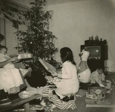 Vintage Christmas Photos, Christmas Pictures, Christmas Past, Old World Charm, Sweet Memories, Xmas Pics, Christmas Images