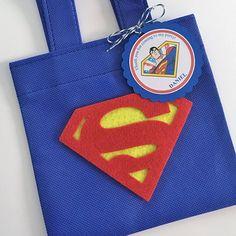 Conjunto de 12 bolsas de Favor de Superman con etiquetas
