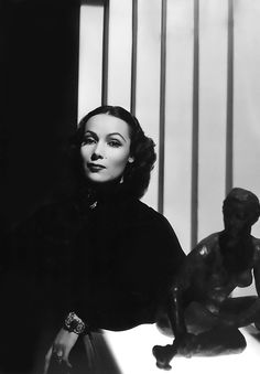 Dolores del Rio | Famous cinema Old Stars & Celebrities | Classic famous cine #Hollywood #Divas #Films #Movies #Películas