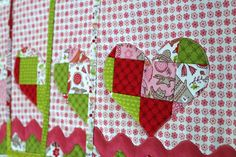 After creating the   patchwork mug rug ,         I just could not resist   making placemats to match.        I am in love with making pat...