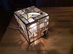 La lampe-cube vitrail tiffany