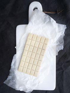 Valkoinen raakasuklaa SuperLemon blogistani.// Raw white chocolate from my SuperLemon blog.