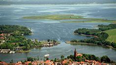 Mehr als 2000 Seen gibt es in Mecklenburg-Vorpommern. Die Hälfte davon bildet eine Seenplatte mit dem größten deutschen Binnensee, der…