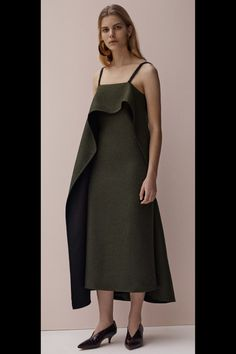 See the complete Céline Pre-Fall 2015 collection.