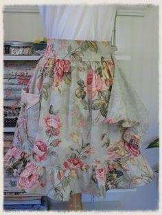 what a cute apron!