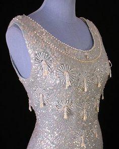 Gyöngyökkel díszített, vintage ruha