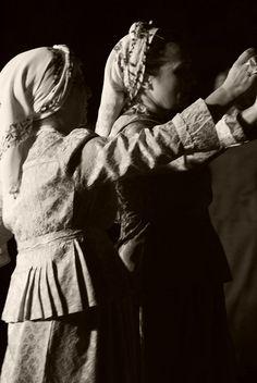 Dance Comp, Dance 4, Folk Dance, Dance Music, Greek Traditional Dress, Greek History, Thalia, Art Reference, Greece