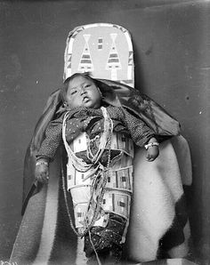 A Crow baby. Early Photo by Richard Throssel. Such a cutie! Native American Children, Native American Quotes, Native American Artifacts, Native American Tribes, Native American History, American Girl, Native American Spirituality, Crow Indians, Indian Pictures