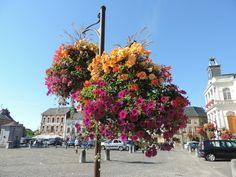 Rocroi est décoré de jolies fleurs