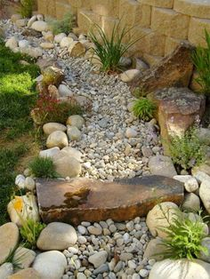 Fabulous Front Yard Rock Garden Ideas (19)