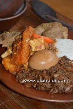 Gudeg Yogya Plus Step By Step Cara Pembuatannya. Easy Cooking, Cooking Recipes, Indonesian Cuisine, Indonesian Recipes, Malay Food, Asian Kitchen, Asian Recipes, Ethnic Recipes, Malaysian Food