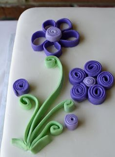 Purple Flowers on a Cake + Quilling with Fondant
