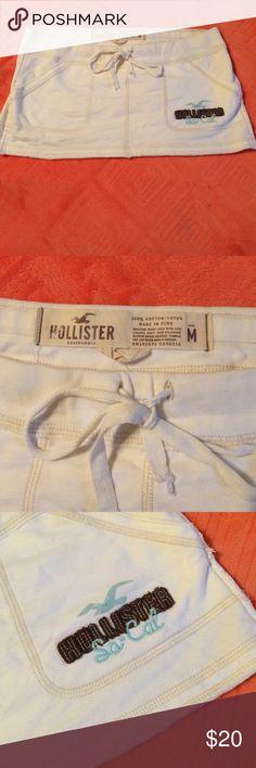 Hollister skirt Off white hollister mini skirt! Great condition! Hollister Skirts Mini