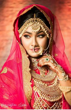 by Bridal Makeover Bengali Bridal Makeup, Indian Bridal Fashion, Indian Wedding Jewelry, Bridal Jewellery, Gold Jewellery, Bengali Jewellery, India Jewelry, Jewellery Designs, Fashion Jewellery