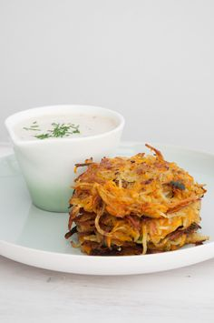 Recipe for super simple Pumpkin & Potato Rösti without eggs! Serve with a delicious (vegan) yoghurt dip or on salad. Delicious!