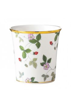 Wedgwood Wild Strawberry Vanilla & Strawberry Candle