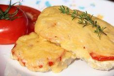 Фото к рецепту: Свинина, запечённая с помидорами и сыром