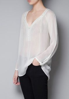White Plain Buttons Long Sleeve Chiffon Blouse