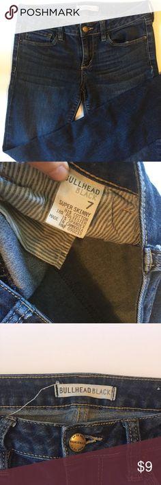 Super Skinny Bullhead Skinny Jeans Very tight. Gently worn. Save with bundles! Fits like a 2 Bullhead Jeans Skinny