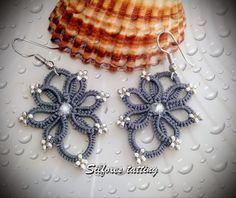 Made by Silfoxes tatting. Pattern by CM-Handmade… Tatting Earrings, Tatting Jewelry, Tatting Lace, Crochet Earrings, Hand Embroidery Patterns, Crochet Patterns, Yarn Crafts, Sewing Crafts, Needle Tatting Tutorial