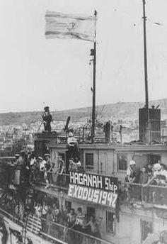 "Jewish refugees on the ship ""Exodus 1947"" at Haifa port. British soldiers will return the passengers to Europe. Palestine, July 19, 1947.  — Bildarchiv Preussischer Kulturbesitz"