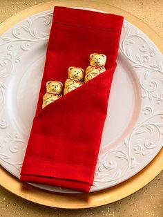 La serviette de l'Ours Lindt | Découvrez toutes nos idées déco & bricolages pour enchanter vos fêtes ! | Chocolats Lindt France