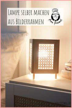 Einfacher IKEA Hack: DIY Lampe mit Wiener Geflecht einfach selber machen aus Bilderrahmen und Holz. Praktische DIY Ideen für die Wohnung entdecken und mit der selbstgemachten Lampe ein gemütliches Licht zaubern. Das Holz DIY ist auch für Anfänger gut umsetzbar - DIY Ideen für die Wohnung entdecken! Hacks Diy, Crafty, Home Decor, Boho, Inspiration, Simple, Decorating Ideas, Homemade Lamps, Biblical Inspiration