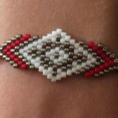 Un bracelet maintenant ! ❤️#faitmain #peyote #bijoux