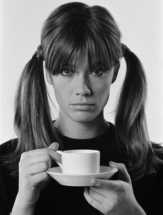 Jean-Marie Perier: Memories of the Future - The Eye of Photography Magazine Marianne Faithfull, Francoise Hardy, Parisienne Chic, Jeanne Damas, Emmanuelle Alt, Ponytail Scrunchie, French Girl Style, French Pop, Jean Marie
