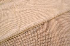 Δαντέλα Ύφασμα Κυψέλη FLC145142-I  Δαντέλα ύφασμα κυψέλη, πλάτους 1,5m σε χρώμα εκρού. Εξαιρετική ποιότητα και κομψό, διακριτικό σχέδιο για όμορφα δεσίματα. Δώστε ένα ρομαντικό, vintage ύφος στις δημιουργίες σας. Ιδανική για να δέσετε μπομπονιέρες, προσκλητήρια, μαρτυρικά, λαμπάδες γάμου και βάπτισης, κουτιά βάπτισης και λαδοσέτ. Χρησιμοποιήστε την ακόμα για διάφορες χειροτεχνίες και κατασκευές.Διαστάσεις: 1,5m x 1m