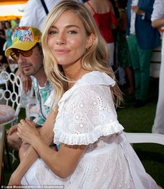 Sienna Miller looks white hot in summer minidress as she adds pizzazz to Veuve Clicquot Polo Classic Feminine: The stunning blonde looked very girly in her summer-time frock. Sienna Miller Hair, Sienna Miller Style, Mein Style, Little Girl Fashion, Girl Crushes, Fashion Beauty, Fashion 2015, Tokyo Fashion, Tween Fashion