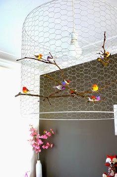 Stokken rapen, vogeltjes plakken, draad  knippen, ophangen!
