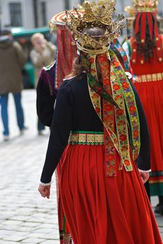 Bridal costumes from Western Norway Bridal costumes from Western Norway Norwegian Clothing, European Clothing, Folk Costume, Costumes, Paper Crowns, Bridal Crown, Historical Costume, Brainstorm, Ethnic Fashion