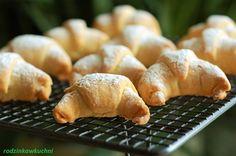 rogaliki Ewy Wachowicz_rogalliki krucho-drożdżowe Sweets, Bread, Chicken, Desserts, Food, Tailgate Desserts, Deserts, Gummi Candy, Candy
